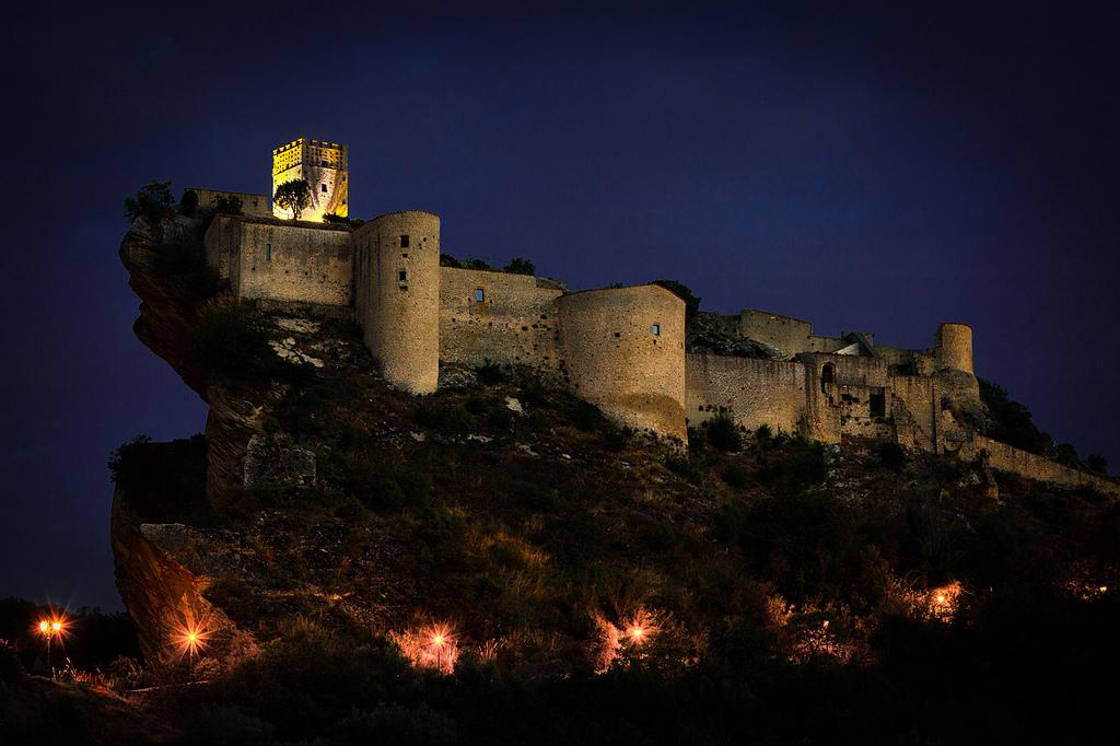 Castello di roccascalegna storia dell 39 arte for 3 case di storia in california