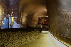 cripta-della-Basilica-con-videoproiezioni-della-storia-antica-e-reperti-di-Neapolis