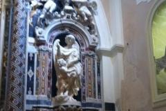 L'interno della chiesa delle anime del Purgatorio