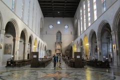 800px-Napoli_-_Basilica_di_Santa_Chiara_interno