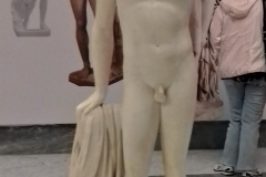 Apollo-che-si-incorona-marmo1781Getty-Museum-Los-Angeles