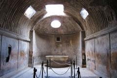 1200px-Pompei_thermes_salle